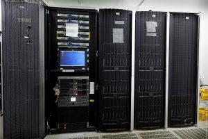 Серверное оборудование в стойке